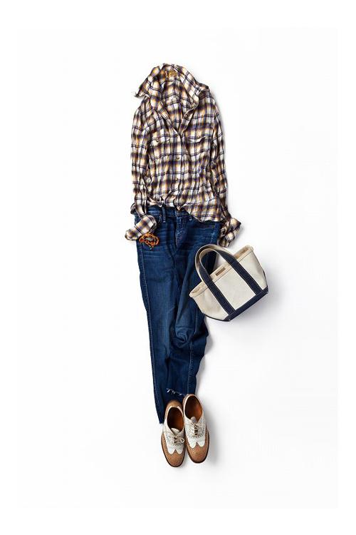 秋色のシャツで作る、リラックススタイル