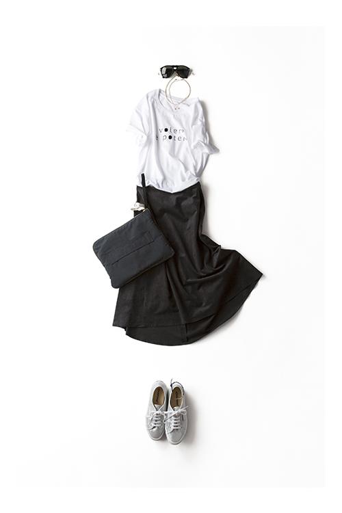 夏のTシャツと秋のスカート。 素材のコーディネートを楽しむ。