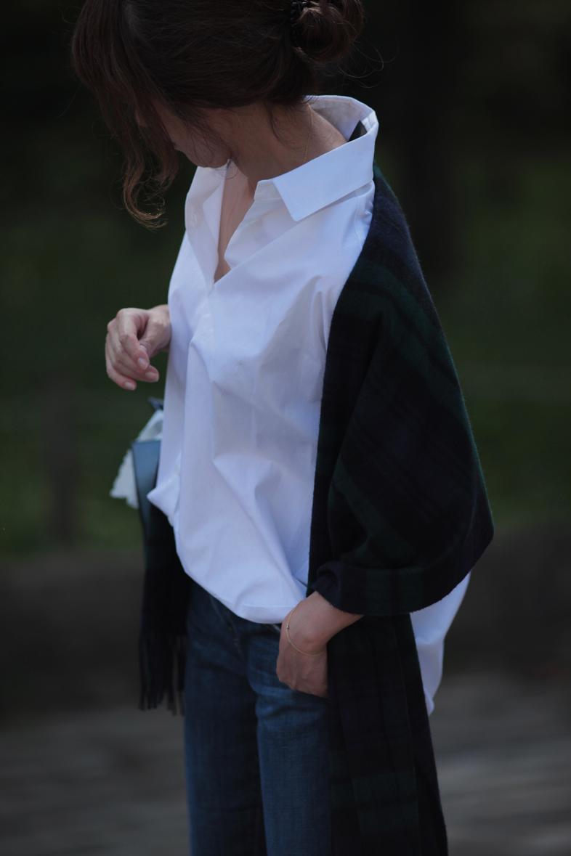 白シャツを大好きな水色+グリーンで着る6