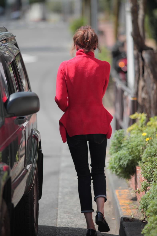 華やかな赤をかっこよく着たい気分1