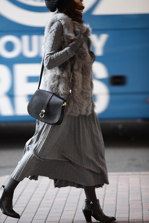 今着たいグレートーンのスカートスタイル1