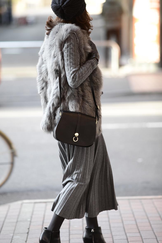 今着たいグレートーンのスカートスタイル4