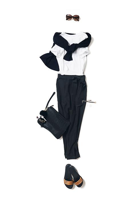 白T×黒パンツの王道スタイル
