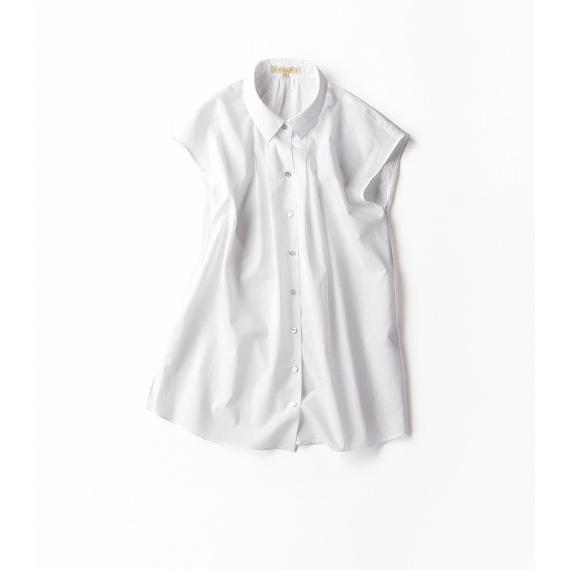 一分袖の白シャツ。このひとひねりが旬