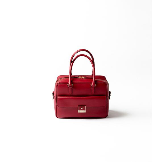 理想の赤バッグは、定番カーカで発見