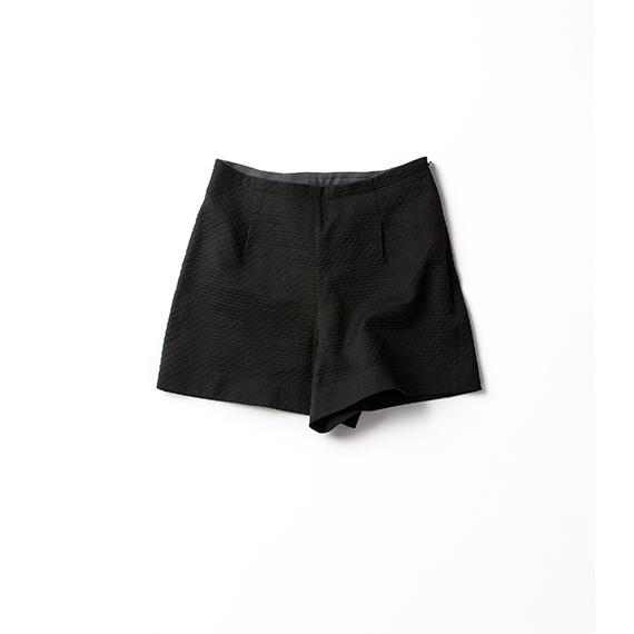 涼感ブラックのショートパンツ