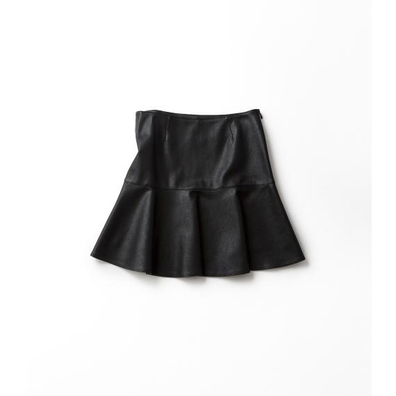 ちょっぴり甘い黒のペプラムスカート