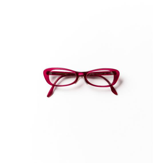 赤いリップをつけるイメージで使うメガネ