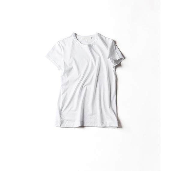 王道の白いTシャツ。 今の気分は、断然、クルーネック!
