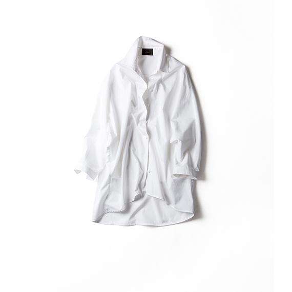 リラックスできる白いシャツ