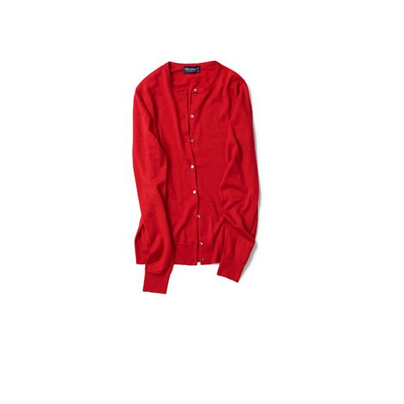 定番カーデはベーシックカラーよりも赤が着たい
