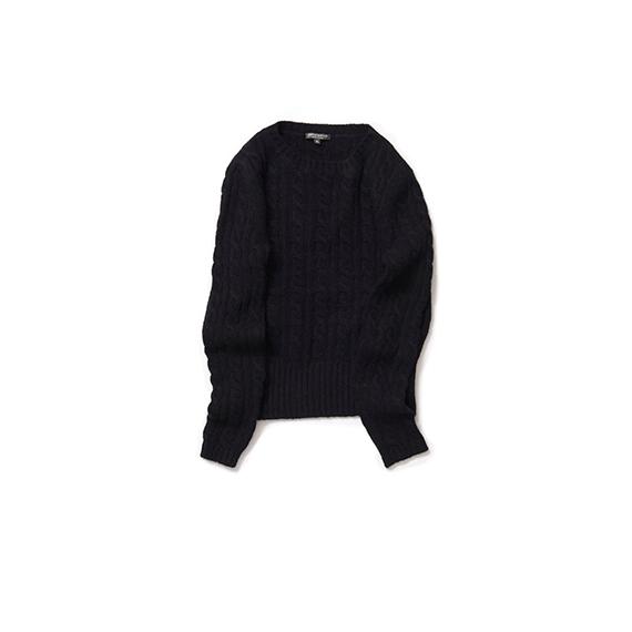 ケーブル編みのニット・ブラック
