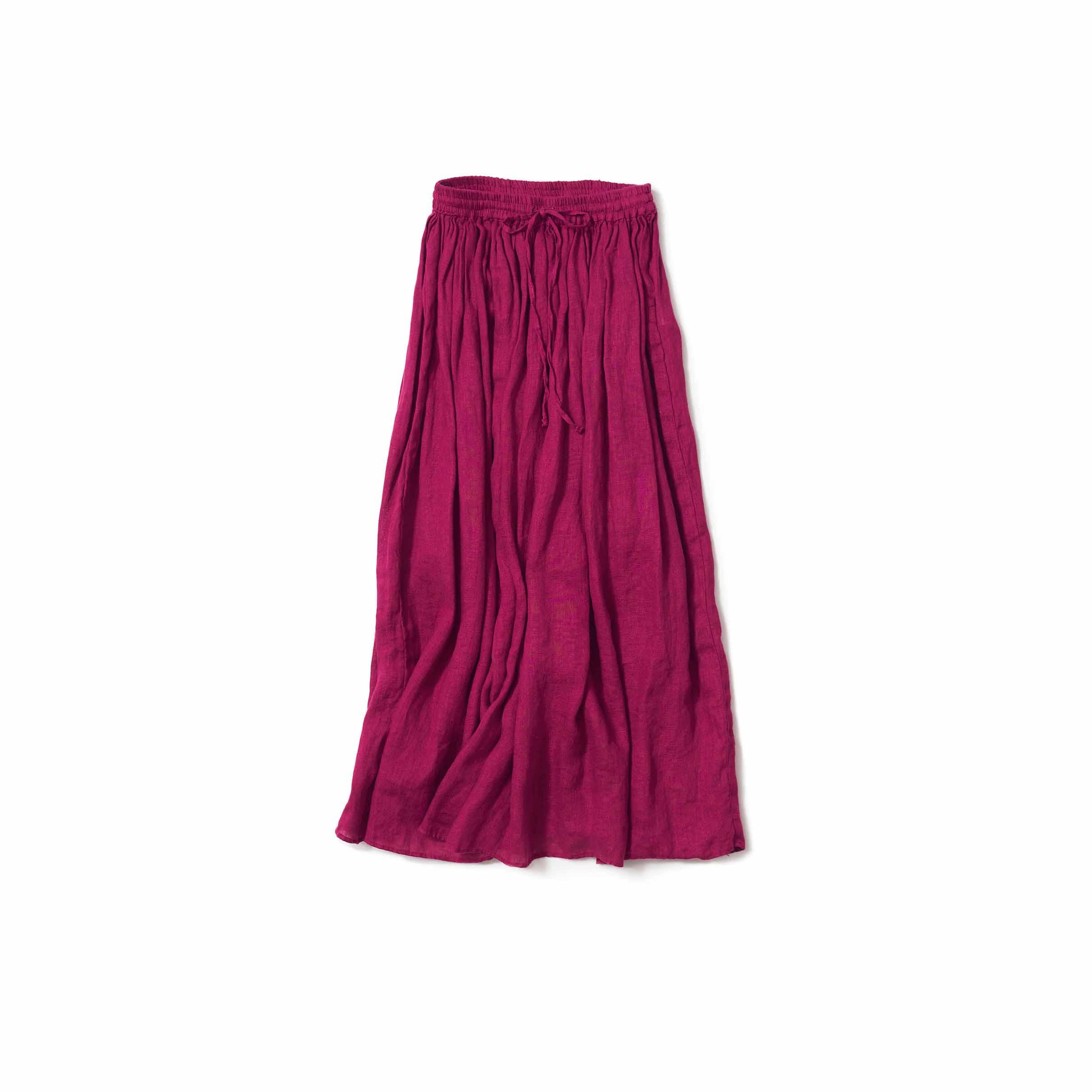 果実のようなラズベリー色のスカート