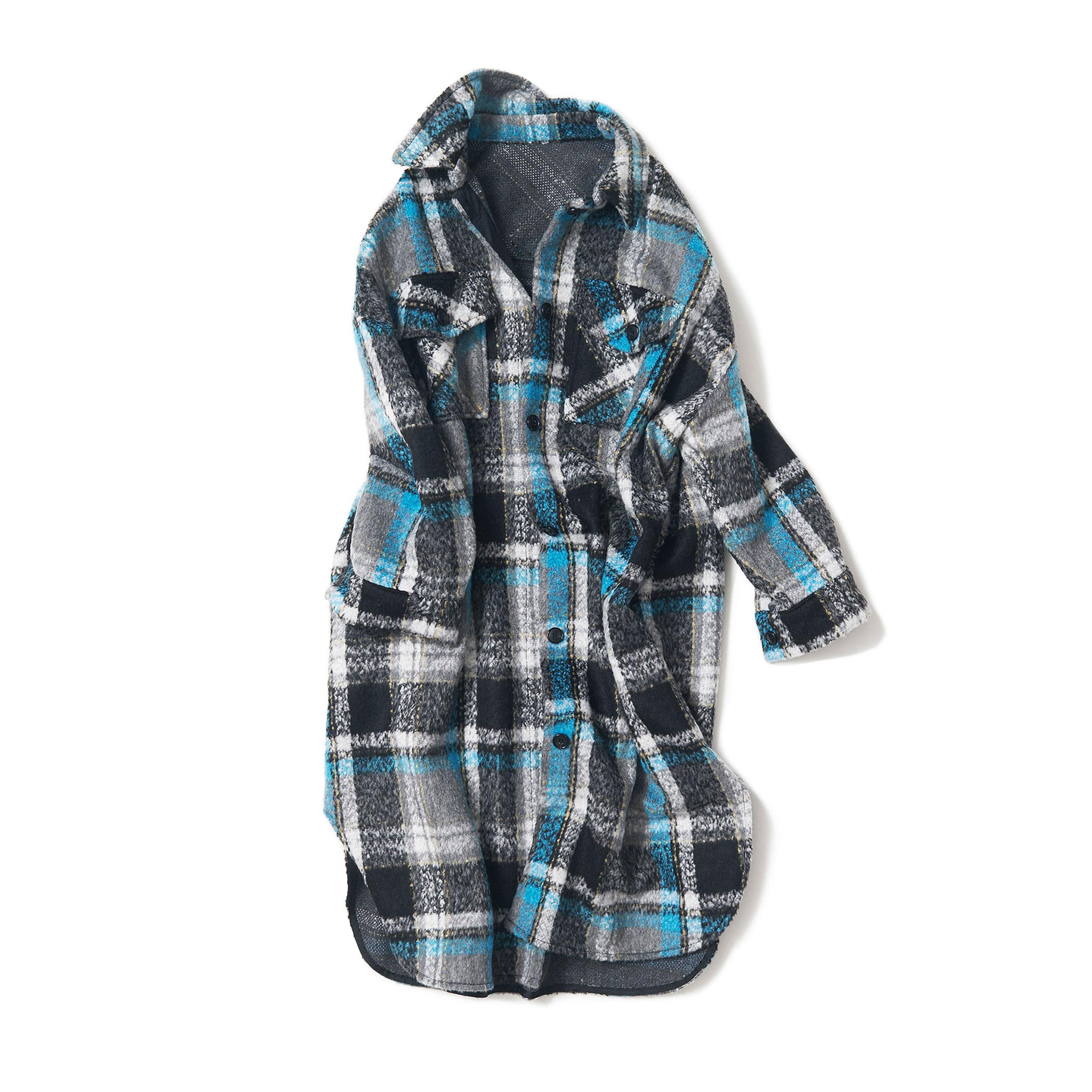 オーバーサイズのシャツアウター