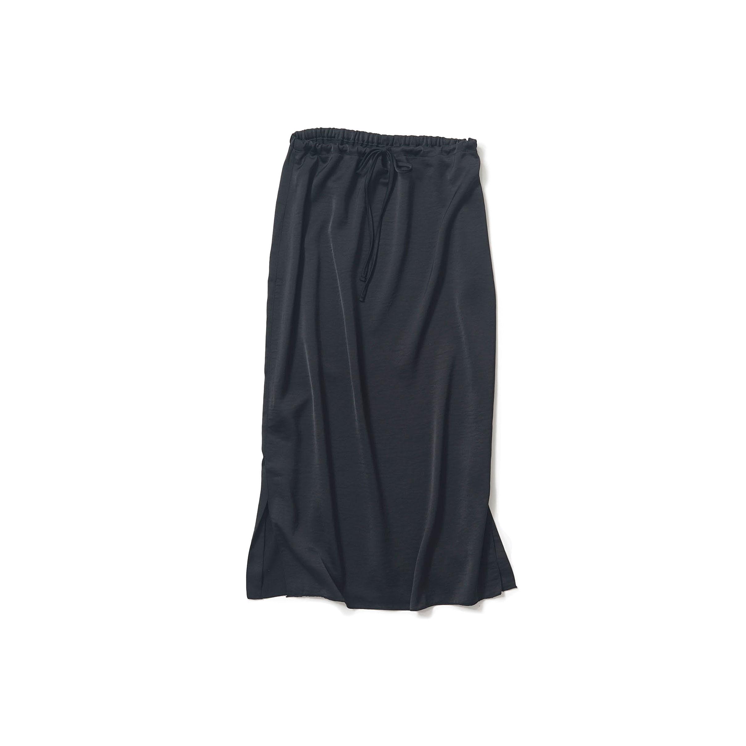 サテンの黒いスカート